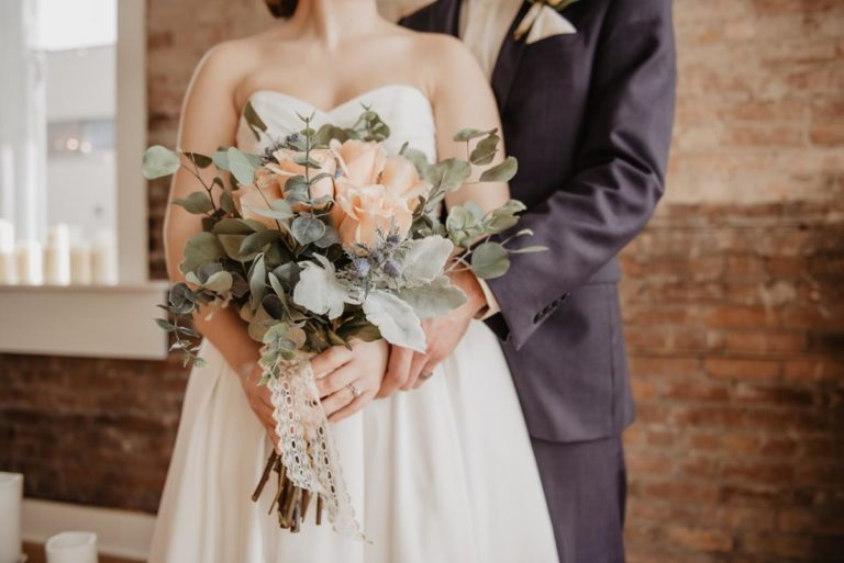 Czy suknie ślubne 2021 są warte zakupienia?