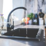 Butelka na wodę z filtrem węglowym – rozwiązanie idealne na lato, ale nie tylko!